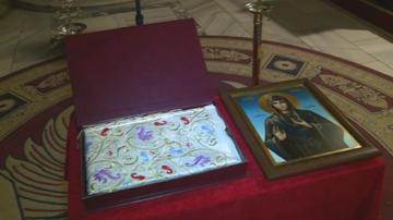 """Дреха на света Петка е изложена за поклонение в русенския храм """"Света Троица"""""""