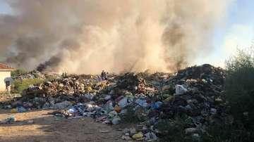 Продължава борбата с пожара в Свищов