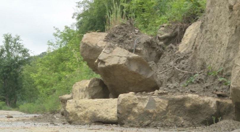 Свличане на скална маса на пътя Широка лъка - Девин