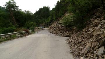 Протест блокира движението по пътя Смолян-Мадан заради неразчистен път