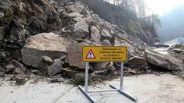 Експерти започнаха оглед на свлачището на пътя Смолян - Мадан