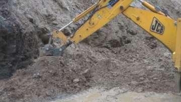 Свлачище затвори пътя Царево - Малко Търново в района на местността Качул
