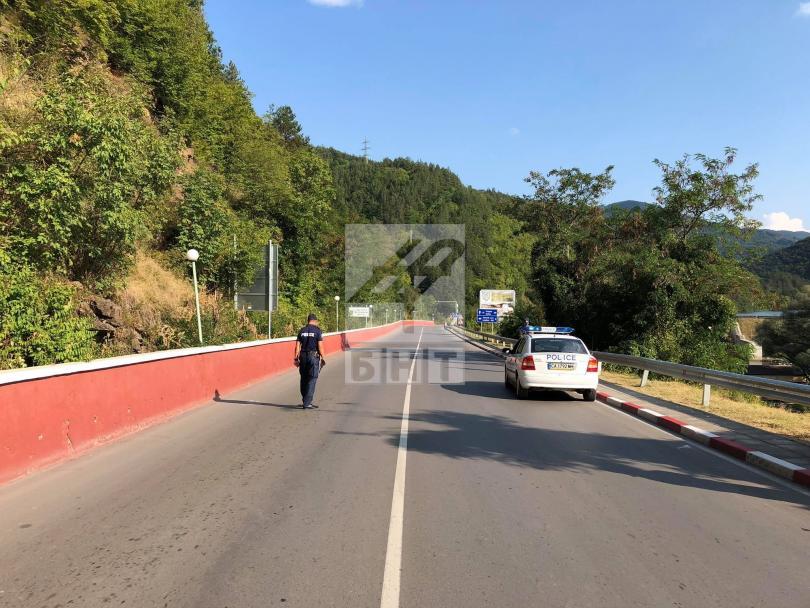 снимка 1 След катастрофата: Жители на Своге излязоха на протест за по-добри пътища