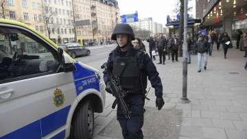 Евакуирана е централната гара на Стокхолм; движението на метрото е преустановено