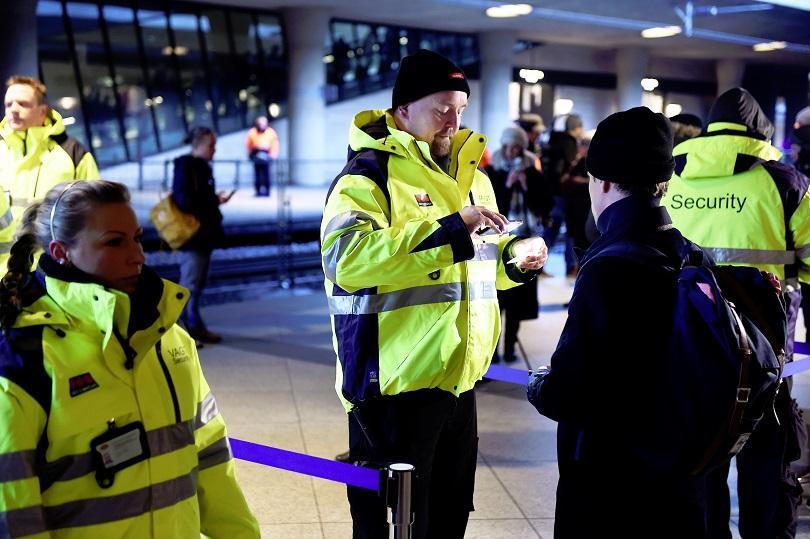 Дания и Швеция удължиха с месец контрола по границите си заради мигрантите