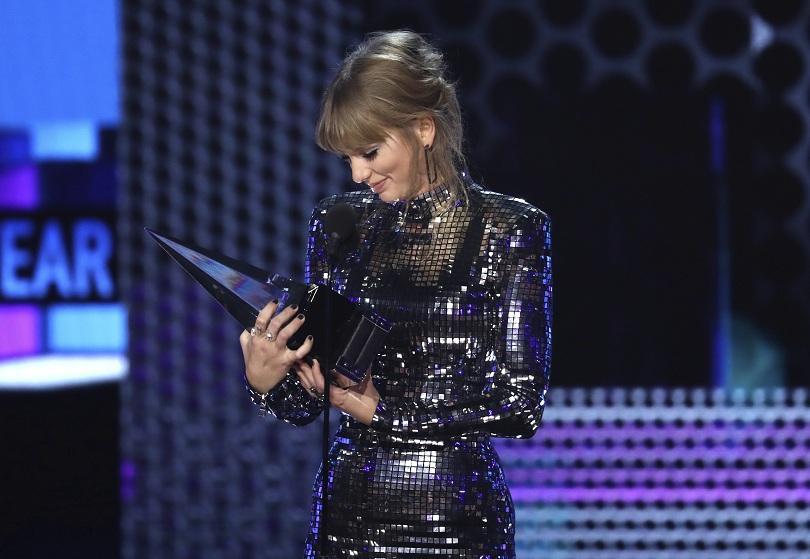 Тейлър Суифт е големият победител на Американските музикални награди, които