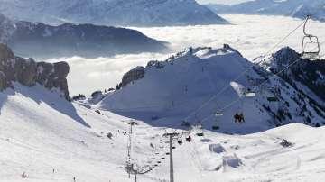 Лавина в Алпите затрупа няколко души