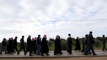 Кюрдските бойци напускат Манбидж - остават ли американските?