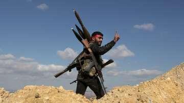 Бунтовници в Югозападна Сирия предават оръжията си на правителствените сили