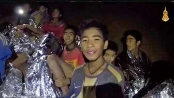Блокираните деца в пещерата в Тайланд написаха писма до родителите си
