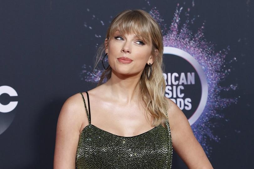 Кънтри и поп певицата Тейлър Суифт спечели шест Американски музикални