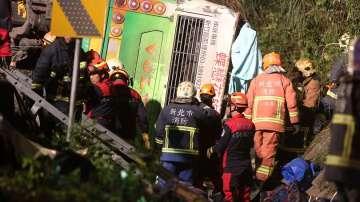32-ма души са загинали при катастрофа на туристически автобус в Тайван