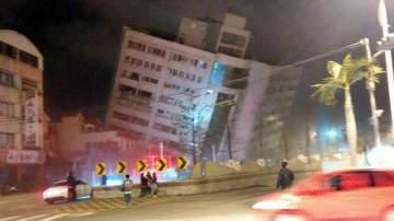 Хотел се срути след земетресение с магнитуд 6,4 в Тайван