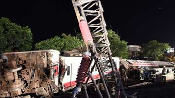 18 загинали, след като влак дерайлира в Тайван