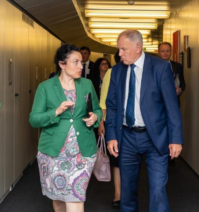 снимка 1 България ще получи от ЕС близо 3 млн. евро за борба с африканската чума