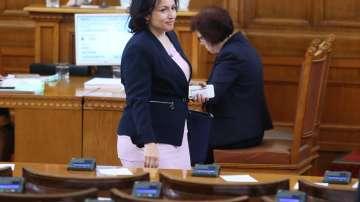 Министър Танева: Нарушителите с къщи за гости ще си платят санкциите