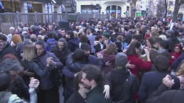 В Буенос Айрес протестират с танго