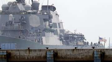10 моряци са в неизвестност след сблъсък на американски миноносец с танкер