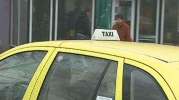 Намушканият младеж в такси остава в реанимацията