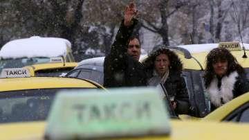 Таксиметрови шофьори протестираха с искане за минимални тарифи и повече стоянки