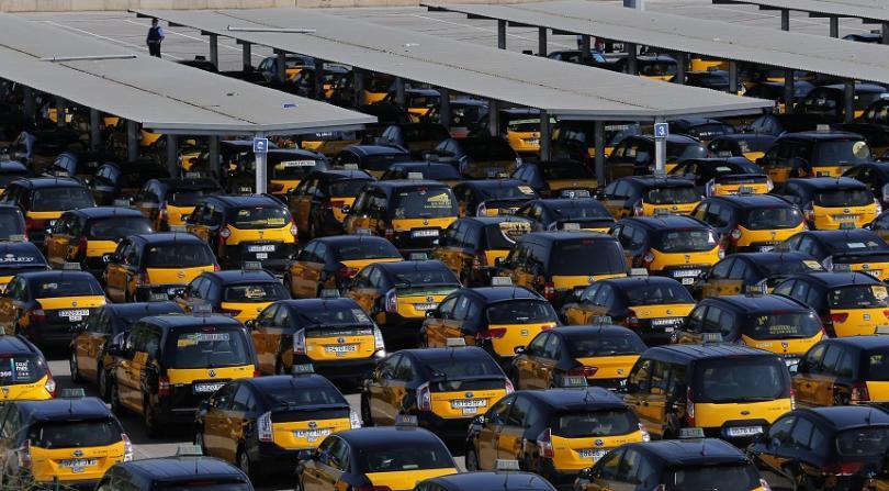 Таксиметровите шофьори от Мадрид спонтанно излязоха в стачка днес в