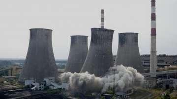 Зрелищно разрушаване на комини на въглищна ТЕЦ в Полша