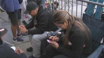 Взирането в мобилните телефони - честа причина за гръбначни изкривявания