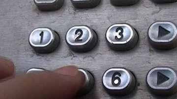 Полицията в Пловдив задържа двама от най-големите телефонни измамници