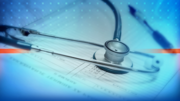 Трима лекари и посредник бяха обвинени за участие в схема за фалшиви ТЕЛК-ове