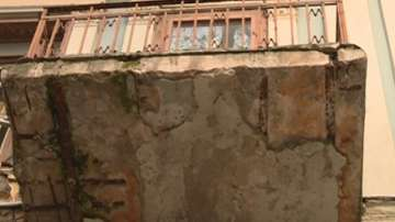 Опасна тераса заплашва пешеходци в Пловдив