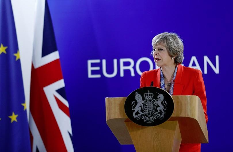 Британският премиер Тереза Мей обеща днес да налее милиарди лири