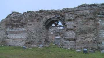 Рушат се Римските терми във Варна