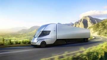 Тесла представи първия електрически тежкотоварен камион
