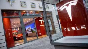 Изгоря шоурум на Тесла в Западен Съсекс