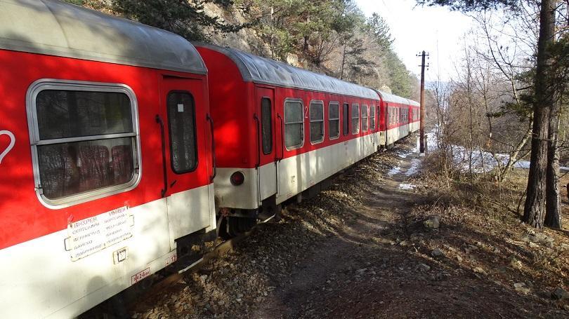 """Шест допълнителни вагона към състава на влак """"Родопи"""", който се"""