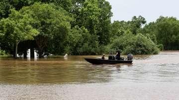Шестима загинали и двама изчезнали след наводнения в Тексас