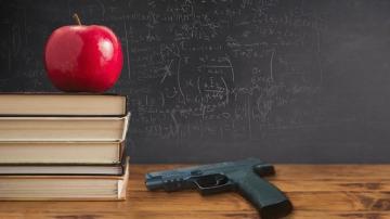 Учители в Тексас се грижат за сигурността на учениците си със заредени оръжия