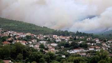 Гръцкият остров Тасос все още е в пламъци, обстановката се нормализира