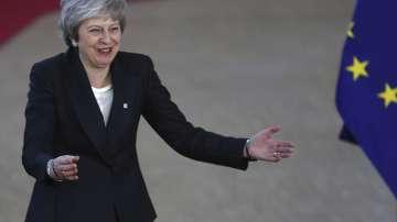 Тереза Мей оцеля: Битката за сделката с Брекзит продължава