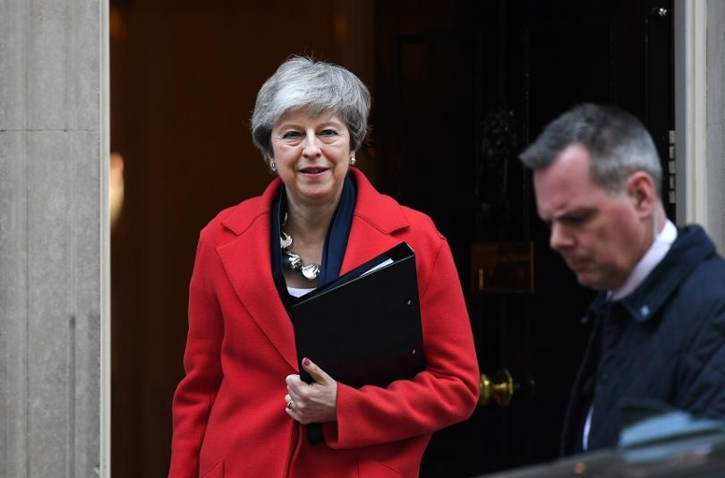 Британският премиер Тереза Мей даде официално шанс на парламента да
