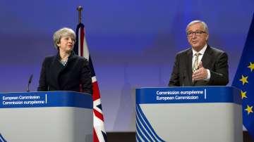 Преговорите между британския премиер  и председателя на ЕК продължават