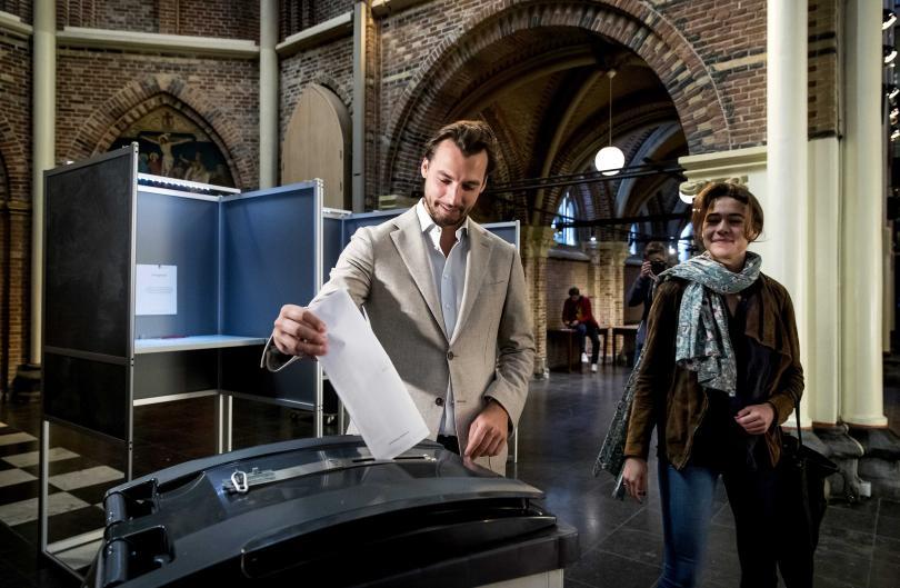 снимка 1 Евровотът стартира с изборите в Холандия и Великобритания