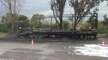 Камион с 26 тона олио се запали по време на движение