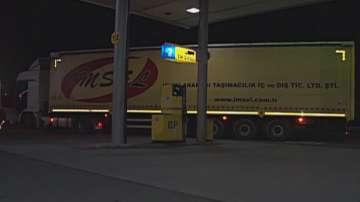 Пиян турски шофьор на ТИР се блъсна в бензиностанция в Ямбол