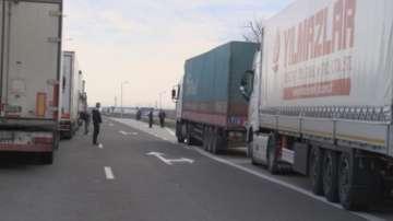 Български ТИР-ове блокирани на турската граница заради неплатени такси