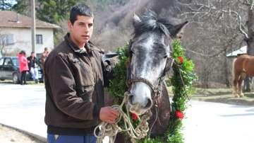 На много места в страната с конни надбягвания отпразнуваха Тодоровден
