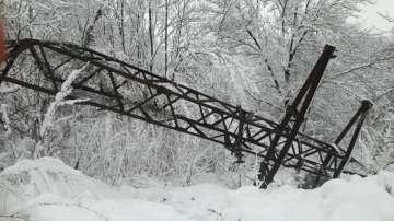 Проблеми с електрозахранването в няколко области след снеговалежа