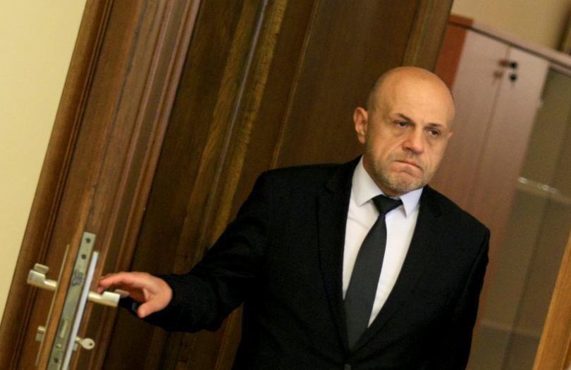 Дончев даде месец за отстраняване на нарушенията при административно обслужване
