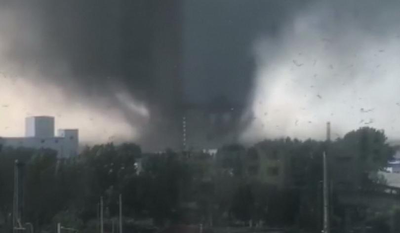 Мощно торнадо причини смъртта на 6 души в Североизточен Китай.