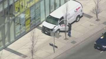 Микробус се вряза в пешеходци в канадския град Торонто, има ранени